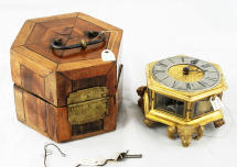 Zegar stołowy kaflowy z futerałem i kluczem, 1 poł. XVIII w. / A table clock with a case and a key, 1st half of the 18th century. (MHP-RT 101)
